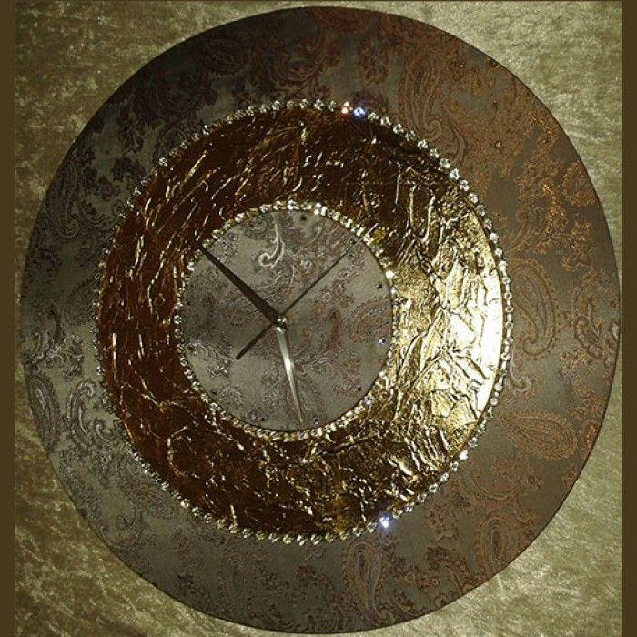 Διακοσμητικό χειροποίητο ρολόι τοίχου με ύφασμα μποκαρ λαχούρι, φύλλο χρυσού, κρύσταλλα ASFOYR σε μεταλλική αλυσίδα, μεταλλικούs δείκτεs και αθόρυβο μηχανισμό. Διάμετρος 45cm ή 60cm