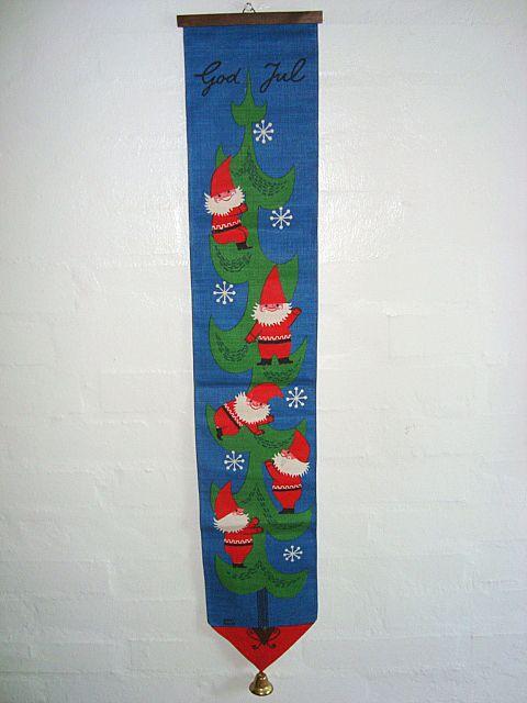 Retro Christmas swedish textile wall hanger Jerry Roupe - 1970es. #retro #swedishtextile  #christmas #1970 #svensktekstil #jul #klokkestreng SOLGT/SOLD on www.TRENDYenser.com