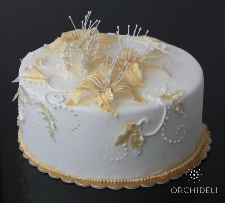 orchideli - tort na komunię z liliami z lukru, tort komunijny, first communion cake with gold fondant lilly