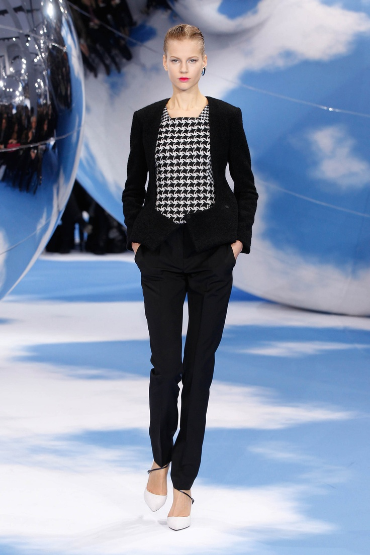 Fall winter 2013 fashion trends for women - Dior Autumn Winter 2013 Ready To Wear Look 27 Black Wool