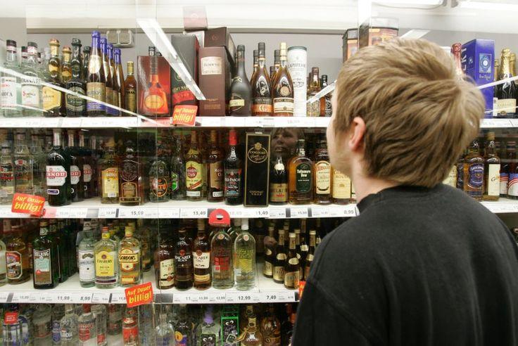 Zahl der Alkoholvergiftungen: Jugendliche saufen sich seltener ins Koma - Erstmals seit Jahren sind weniger Jugendliche mit einer Alkoholvergiftung ins Krankenhaus eingewiesen worden. Eine Untersuchung legt nahe: Das nächtliche Verkaufsverbot in Baden-Württemberg zeigt Wirkung. - spiegel online 10. Februar
