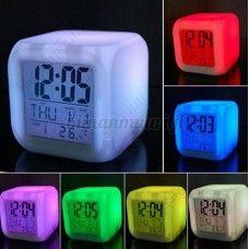 Väriä vaihtava LED herätyskello