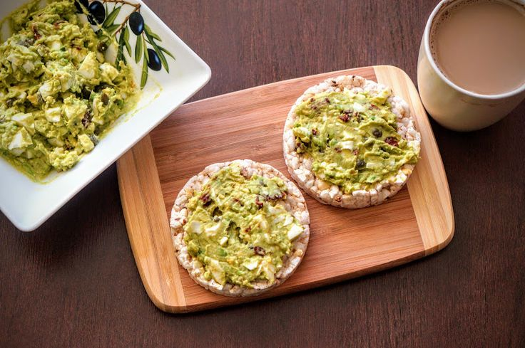 Fit & Fast Kitchen: Pasta jajeczna z awokado, kaparami i suszonymi pom...