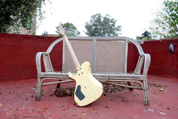 "Made by Distorted Branch Custom Guitars in Mexico CityMahogany body Bolt-on maple neckRosewood fretboardNickel Silver fretsc shapeJB Seymour Duncan pickupVol / Tone25.5"" scale16"" radiusWalnut custom knobs"