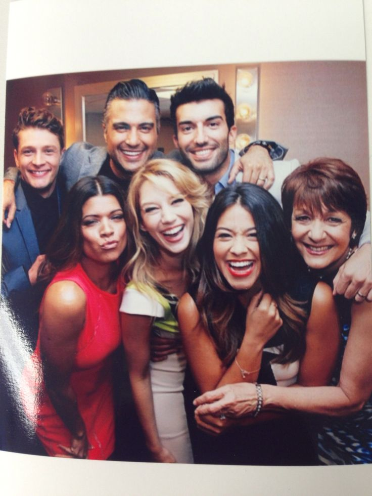 The cast of Jane The Virgin