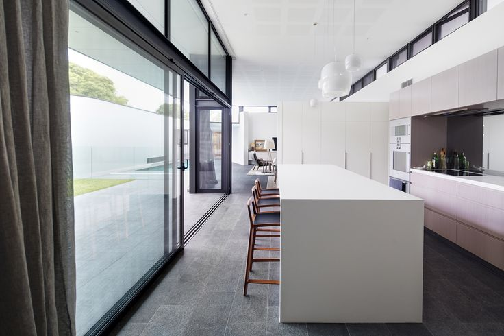 Floreat home by Luxus Homes & Wright Feldhusen Architects