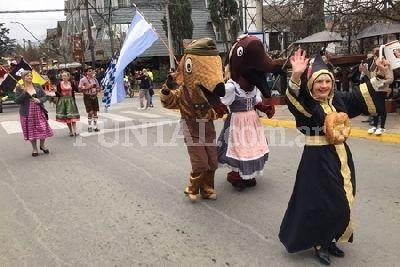 Con un gran espiche, Villa General Belgrano lanzó la Oktoberfest 2017