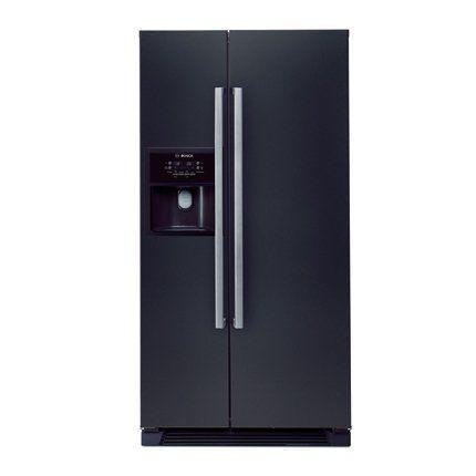 Grâce à son élégance et à ses matériaux nobles, ce réfrigérateur américain noir laqué a gagné le prestigieux award du IF Product Design.