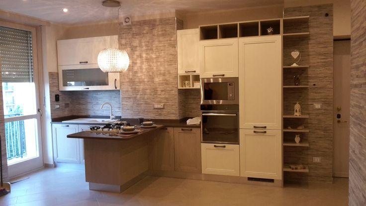 Cucina con penisola www.edilgrippa.com