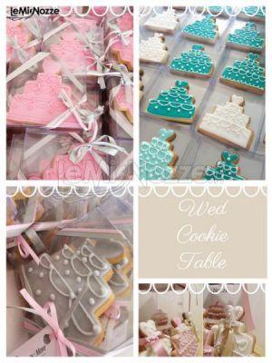http://www.lemienozze.it/gallerie/torte-nuziali-foto/img34463.html Biscotti decorati a forma di torta nuziale