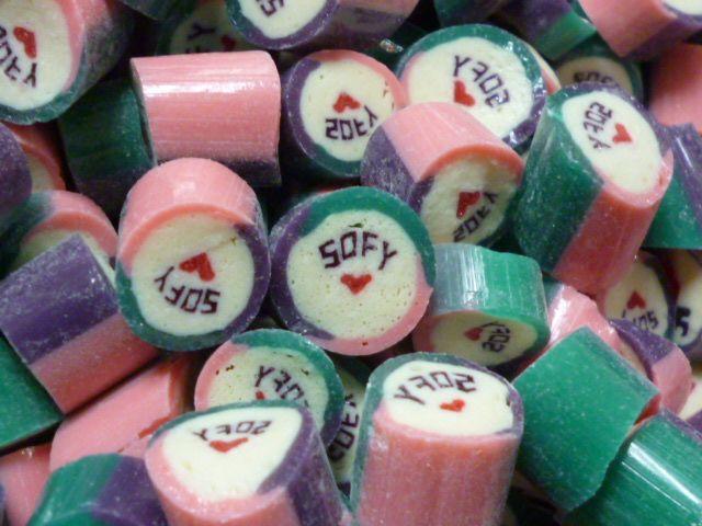 Caramelos artesanal personalizado con el nombre de Sofy + corazón. #CaramelosArtesanalesPersonalizados