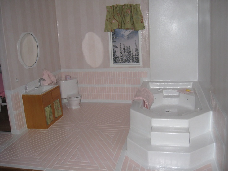Dollhouse bathroom used to have electricity and running - Which uses more water bath or shower ...