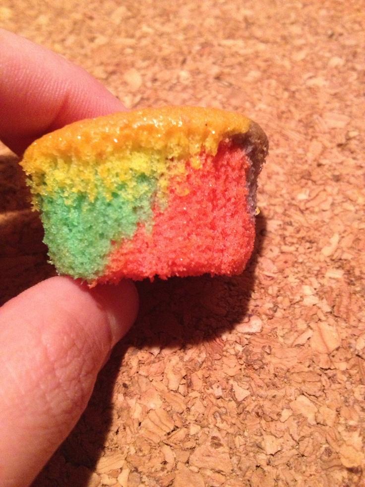 Rainbow mini muffin