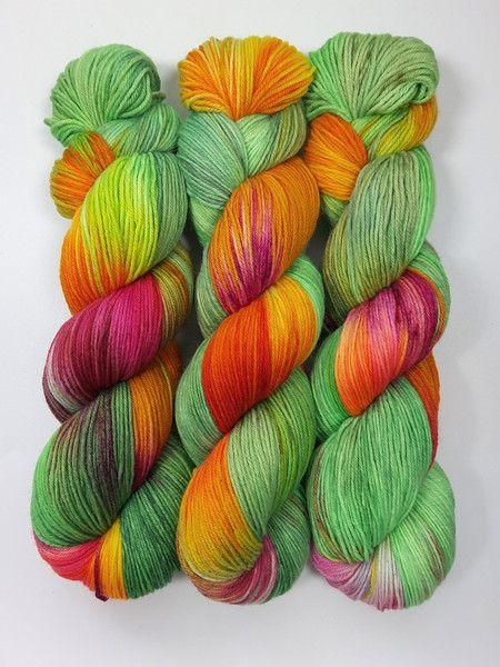 """Handgesponnen & -gefärbt - """"Frohsinnwiese"""" Sockenwolle handgefärbt, Merino - ein Designerstück von faserbunt bei DaWanda"""