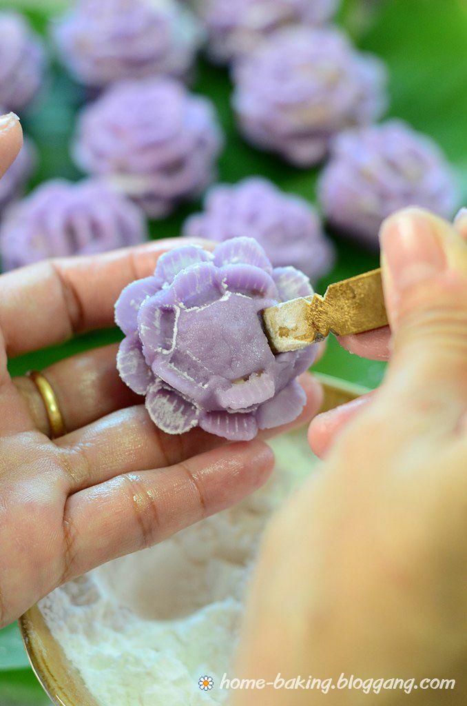 Thai Steamed Flower Shaped Dumplings