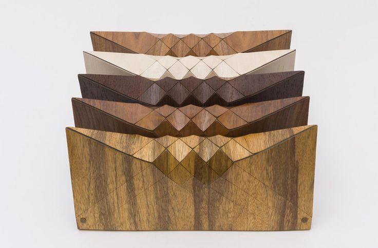 """Tesler + Mendelovitch y su genial idea de usar un patrón geométrico para darle una propiedad similar a la ropa a un material tan rígido como la madera.                """"As a textile design and development team, we incubate and create totally …"""