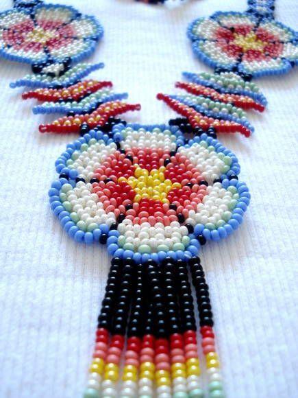 Colar confeccionado com miçangas usando tecnica de entrelaçamento (beadwork), com um mix de cores vibrantes!  2 opções de cores!  Comprimento aprox: 65cm  Obs: este produto não pode ser lavado !
