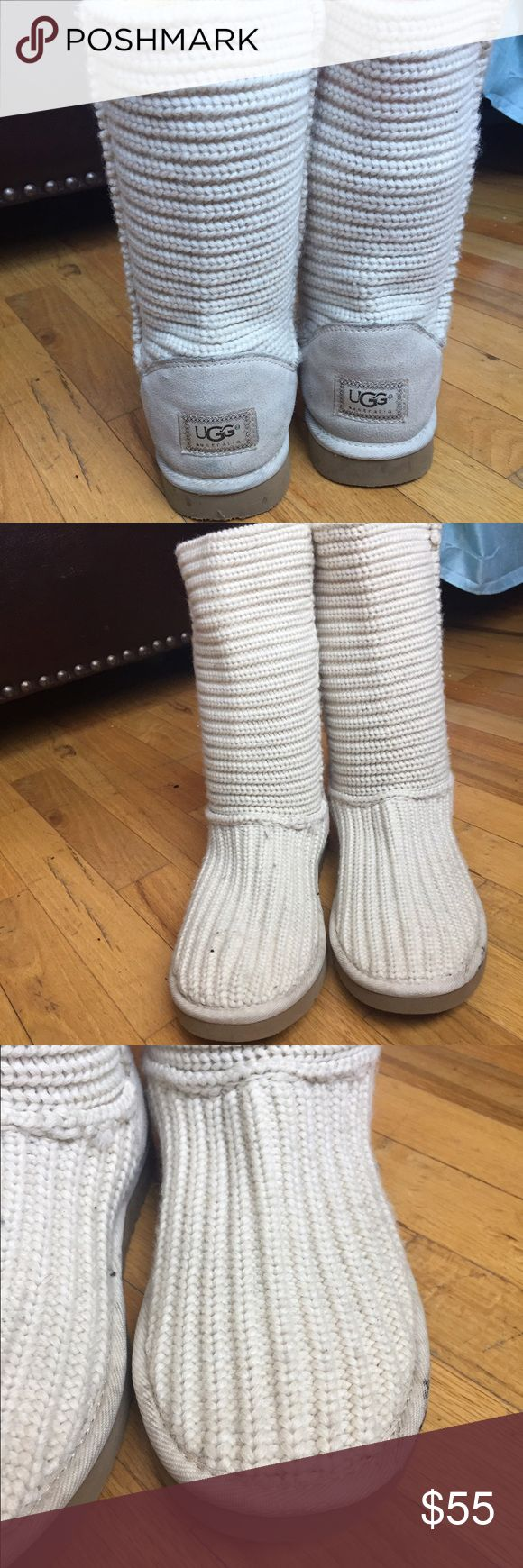 Women's uggs size 10 Women's uggs size 10 in white Knit . Calf length are still in good condition UGG Shoes Winter & Rain Boots