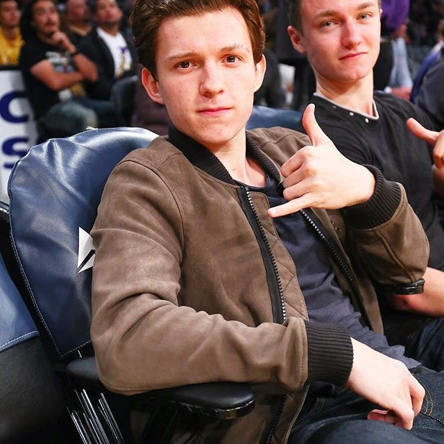 [NEW] Tom with Harrison at the Lakers game at Staples Center in LA last night! @tomholland2013 | #tomholland