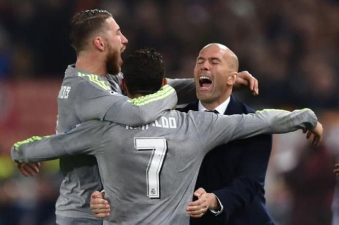 Covesia.com - Pelatih Real Madrid Zinedine Zidane mengungkapkan bahwa mega bintang Cristiano Ronaldo akan tetap bertahan di klub tersebut hingga tiga tahun...