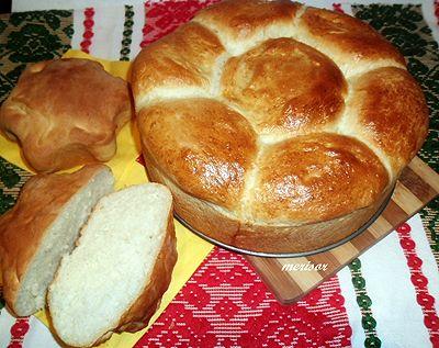 http://retete.bucatarmaniac.ro/2013/01/paine-de-casa-cu-iaurt.html