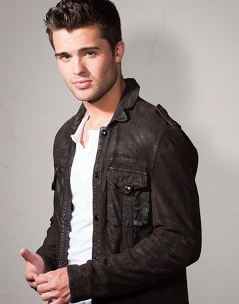 Spencer Boldman - Olly (Nicola Yoon - Everything Everything)
