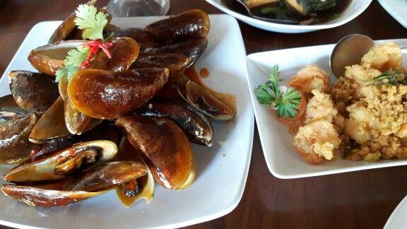Kerang Ijo saus Padang & Udang goreng telur asin @ Dè leuit restaurant, Bogor
