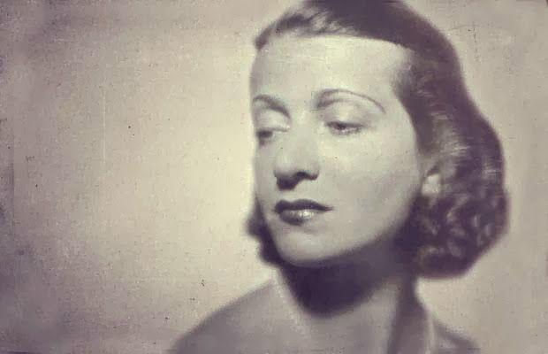 ΣΑΝ ΣΗΜΕΡΑ 21 Δεκεμβρίου, το 1944: Η μεγάλη Ελληνίδα τραγωδός Ελένη Παπαδάκη, συλλαμβάνεται από την «λαϊκή αστυνομία» του ανθελληνικού ΚΚΕ, ΟΠΛΑ και βρίσκει φρικτό θάνατο στα χέρια των υπανθρώπων δημίων κομμουνιστοσυμμοριτών, στα διυλιστήρια της Ούλεν. ΑΘΑΝΑΤΗ. Διαβάστε περισσότερα: http://elldiktyo.blogspot.com/2014/11/eleni.papadaki.html