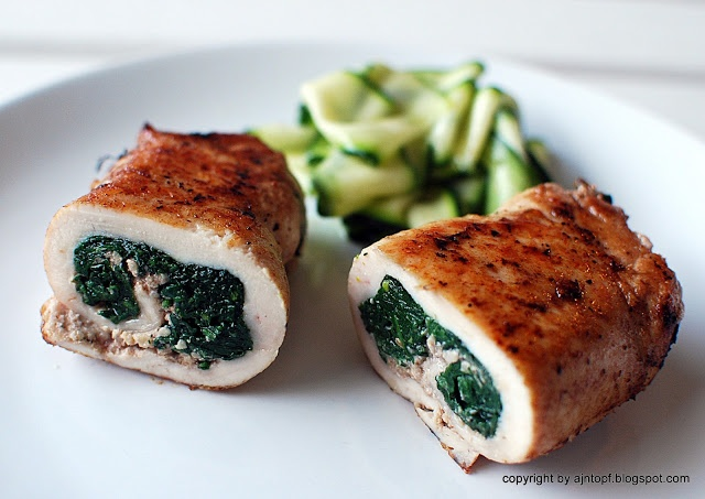 Chicken roulade with spinach, walnuts and blue cheese