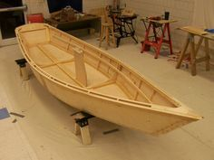 """""""The Weekend Skiff."""" A handsome little boat, and the instructions are supposed to be really good. A candidate for the first boat build. Excellent (if incomplete) build site here: http://www.eskimo.com/~mdevour/theboat.html hullalmostdone.jpg (576×432)"""
