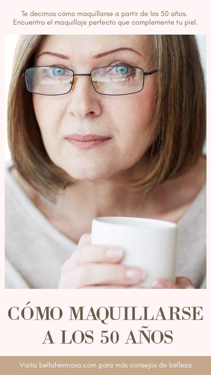 Cuando se trata de maquillaje para mujeres con más de 50 años, algunas de las técnicas que viviste en tus 20s y 30s ya no se aplican. En este artículo, te compartimos algunos consejos de maquillaje sobre c...