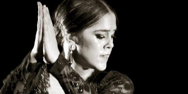 Patricia Guerrero (1990) was al op zeer jonge leeftijd een 'rising star'. Ze begon haar dansopleiding in Granada bij haar moeder, MariCarmen Guerrero, en La Presy en nam later lessen bij Manolete, Juana Amaya en Eva 'La Yerbabuena'. Haar dans brengt een ode aan de traditionele stijl van Granada, waaraan zij een persoonlijke pittige touch toevoegt door haar techniek, haar elegantie en haar pellizcos.
