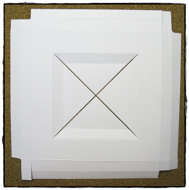 Igår visade jag er ett ramkort och idag tänkte jag försöka mig på en beskrivning på hur ni själva kan vika ett ramkort.Ni behöver två card...