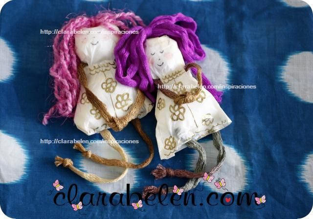 Muñecas hechas con bolsas de plástico y cinta adhesiva  Doll made with plastic bag. Perfect DIY for children. Very easy! No needlework needed