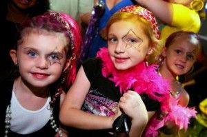 Op deze pagina vind je informatie voor het organiseren van een disco kinderfeestje thuis van de uitnodiging tot het snoepzakje.