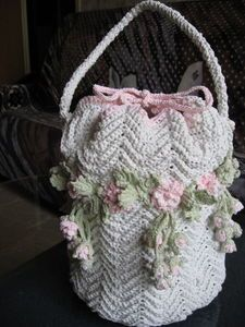 Lovely flowered bag! crochet knit unlimited