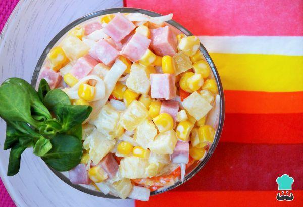 Aprende a preparar ensalada tropical de piña con esta rica y fácil receta. Durante la época de verano lo que triunfan son las recetas frescas y ligeras. Una de ellas...