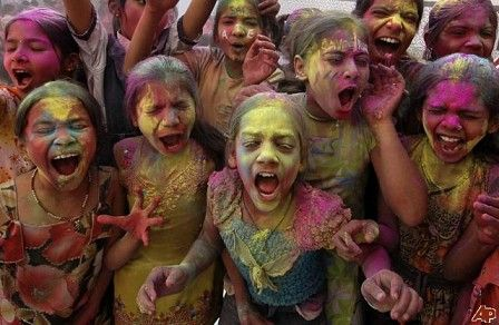 Holi Festival In India – The Festival Of Colours and Elephant Beauty Contests