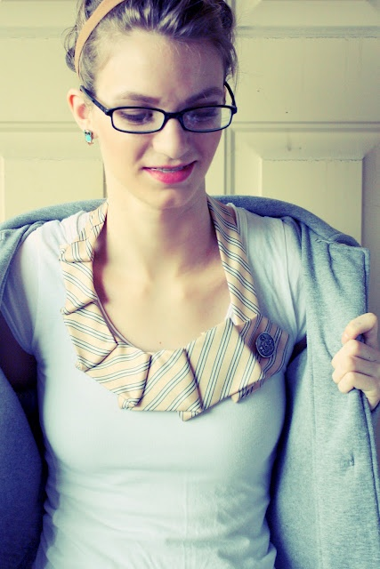 tie necklace via theletter4.com: Old Ties, Ties Necklaces, Diy Necklaces, Necklaces Tutorials, Shirts Collars, Cute Ideas, Old Shirts, Neck Ties, Triangles Quilts Tutorials
