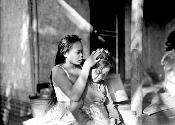Luizende vrouwen Bandoeng 1934.