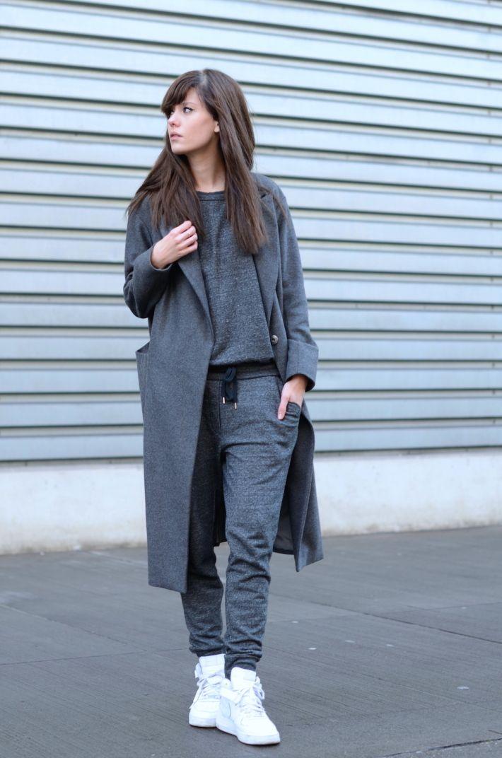 Adaptar tus prendas cómodas a un look diario, es una idea muy 'Cool' que hace parte de la tendencia NormCore.