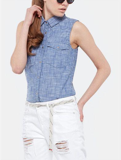 Mouwloze blouse lichtblauw