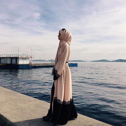 Hijab abaya fashion http://weheartit.com/entry/245695860