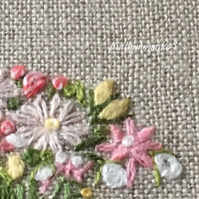 . . 花刺繍。。。 . #embroidery #embroiderythread #handembroidery #flowerembroidery #handmade #花刺繍 #手刺繍