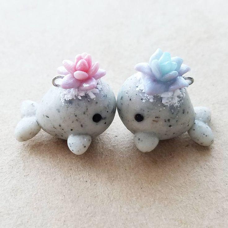 Petits Dauphins gris avec fleurs