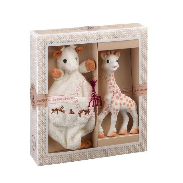Retrouvez l'incontournable Sophie la Girafe dans ce super coffretUn cadeau idéal pour les naissances ! Ce coffret comprend le célèbre hochet Sophie la Girafe, accompagnée d'un doudou Sophie la Girafe avec attache-sucette. Il comprend également un sac cadeau et une carte pour écrire un petit mot. Le hochet est tel qu'on le connaît : en caoutchouc, des couleurs douces, facile à saisir et à manipuler, idéal pour la poussée dentaire et bien d'autres. Le doudou qui l'accompagne...