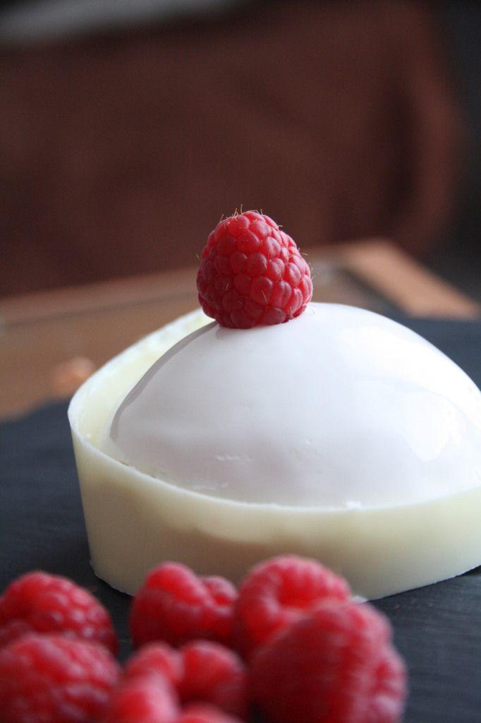 Bonjour! C'est en feuilletant le magazine &Fou de pâtisserie& que j'ai encore trouvé mon inspiration. Le Beliznaa, apparemment un dessert proposé par le salon de thé &Café Pouchkine&, m'a fait de l'oeil. Ni une ni deux, me voilà partie dans sa réalisation...