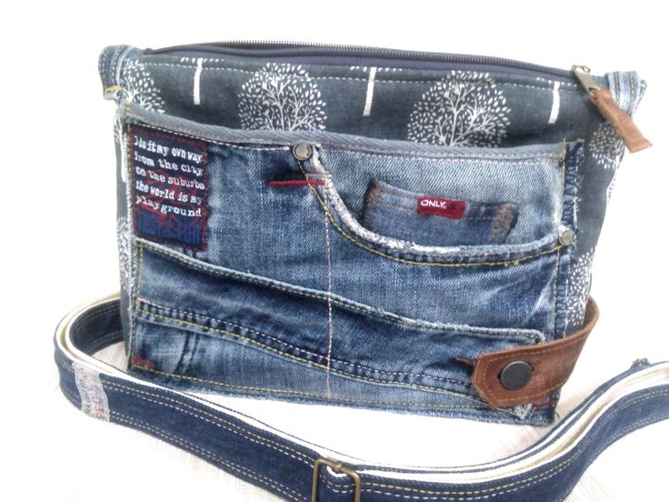 Купить или заказать косметичка- органайзер(летняя сумочка) в интернет-магазине на Ярмарке Мастеров. Продана Большая джинсовая косметичка органайзер для сумки, имеет несколько внешних карманов, а также четыре внутри. Выполнена из льна и хлопка, внешние карманы из джинсы. Очень вместительна и удобна, при желании можно носить, как летнюю сумку , ремень прилагается. Ремень из хлопковой ременной ленты и джинса, крепится на карабины, длина регулируется.