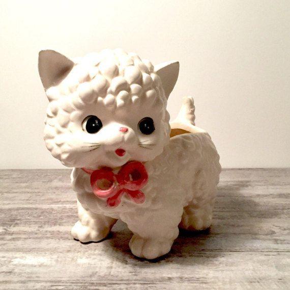 Vintage Kitten Planter White Ceramic Cat #Cat #Kitty #Kitten #Kittenplatner #Planter #Inarco #PinkBow #WhiteandPink #Vase #Ceramic #Vintage #Kitschy