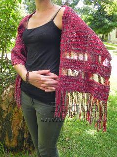 Pashmina o chalina tejida en telar, adornado con vainillas. Súper femenino y cómodo
